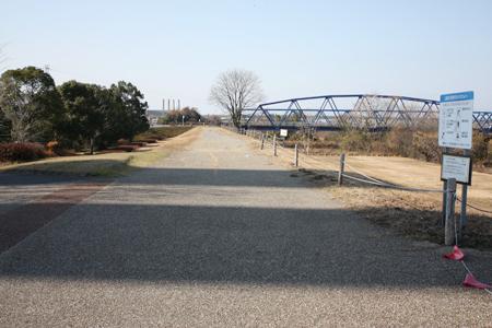 木曽川沿いの遊歩道