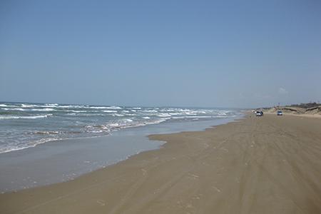 千里浜なぎさドライブウェイ砂浜と海