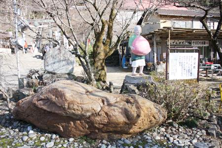 桃太郎神社洗濯石